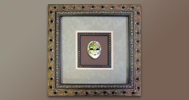 Фарфоровая маска в багете
